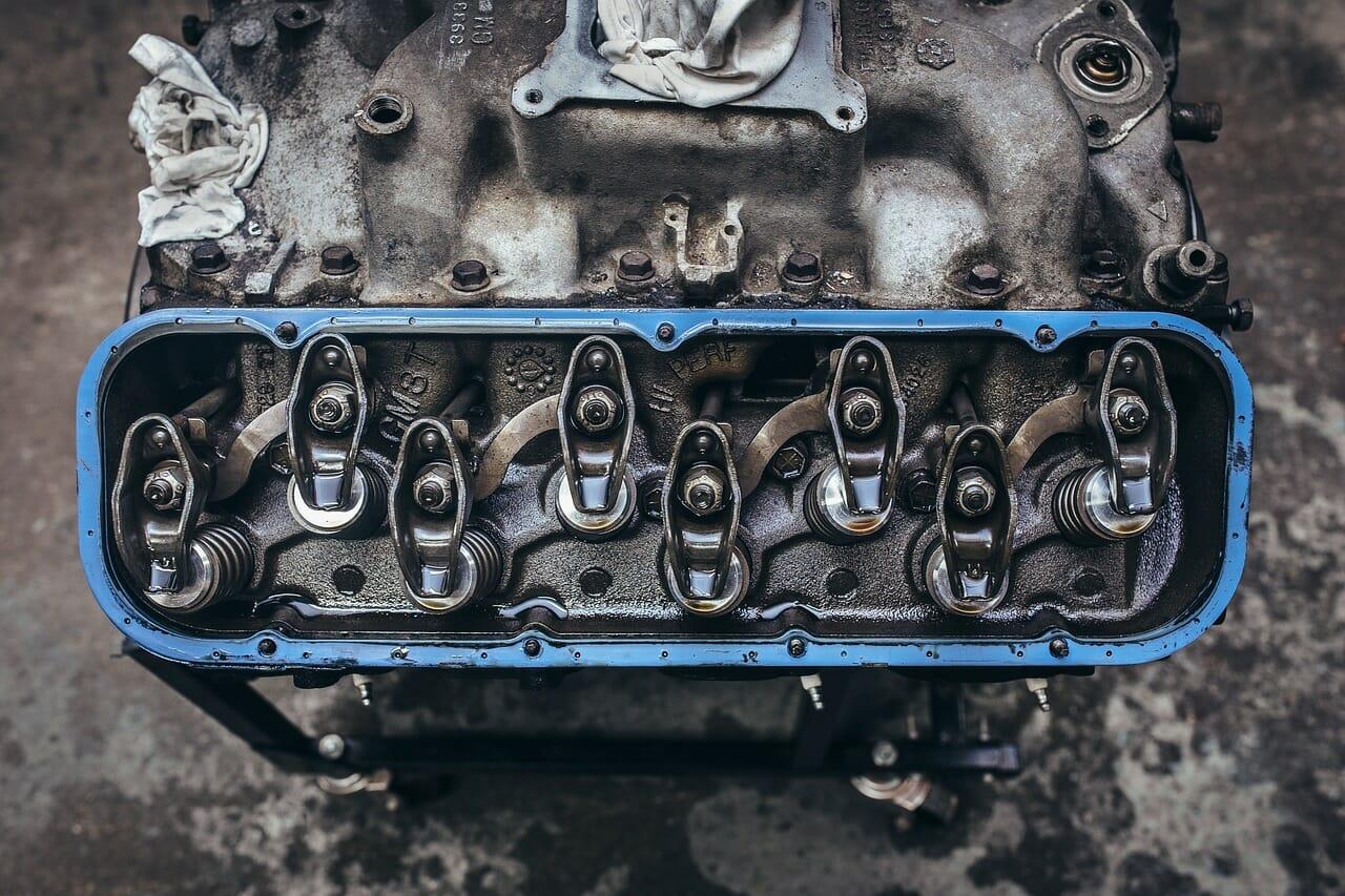 איך מנוע בנזין עובד?